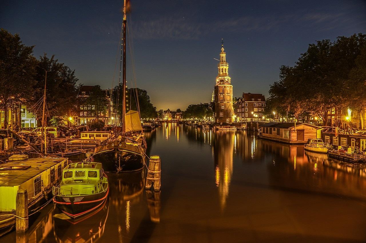 Cheap hotels in Amsterdam